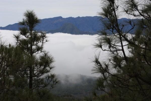 10-4 bergen en wolken