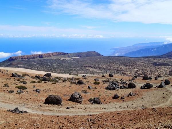 Links Fortaleza en daarvoor Teides Eggs met in de achtergrond het noorden van Tenerife