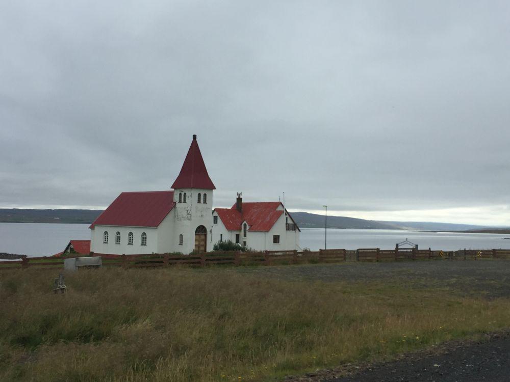 21-8 kerk bewolkt